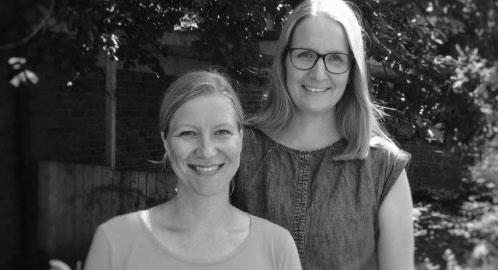 Das Vorschulteam in einer schwarz-weiss Aufnahme: Frau Kahl und Frau Leitto
